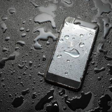 Jakie wodoszczelne etui do telefonu wybrać? Przegląd