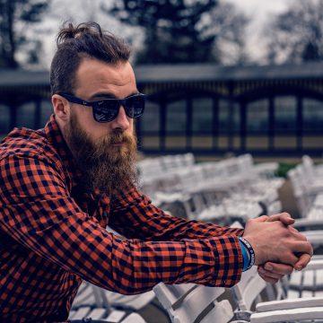 Męska koszula w kratę – jak ją nosić?